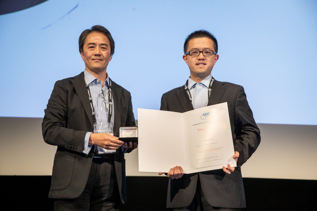 Dr Jinyang Liang, receiving the medal and certificate from C17 Commission Chair, Prof Ozaki