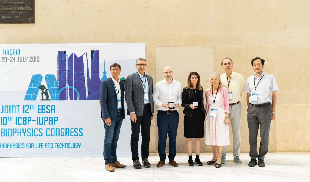 Members of Commission C6 on Biological Physics and Young Scientist Prize winners at the International Conference on Biological Physics in Madrid, in July 2019. From left to right, Jeff Gore (C6 Vice-Chair), Ramin Golestanian (C6 Chair), Knut Drescher (YSP winner 2019), Nikta Fakhri (YSP winner 2018), Francoise Brochard-Wyart (C6 Member), Juan Parrondo (C6 Member and ICBP2019 Co-Chair), Masaki Sasai (C6 Secretary).